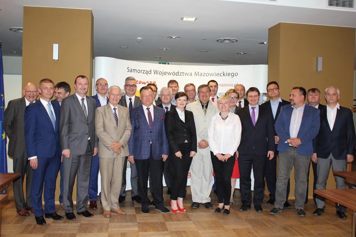 Wspólne zdjęcie z zebrania założycielskiego Związku Samorządowych Przewoźników Kolejowych w Urzędzie Marszałkowskim Województwa Mazowieckiego w Warszawie, 13.06.2016 r.